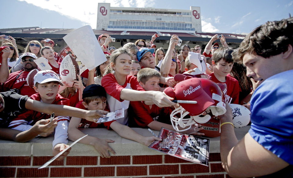 Photo - SPRING FOOTBALL GAME: OU's Sam Bradford signs autographs after the University of Oklahoma's Red-White college football game at The Gaylord Family -- Oklahoma Memorial Stadium in Norman, Okla., Saturday, April 11, 2009. Photo by Bryan Terry, The Oklahoman ORG XMIT: KOD