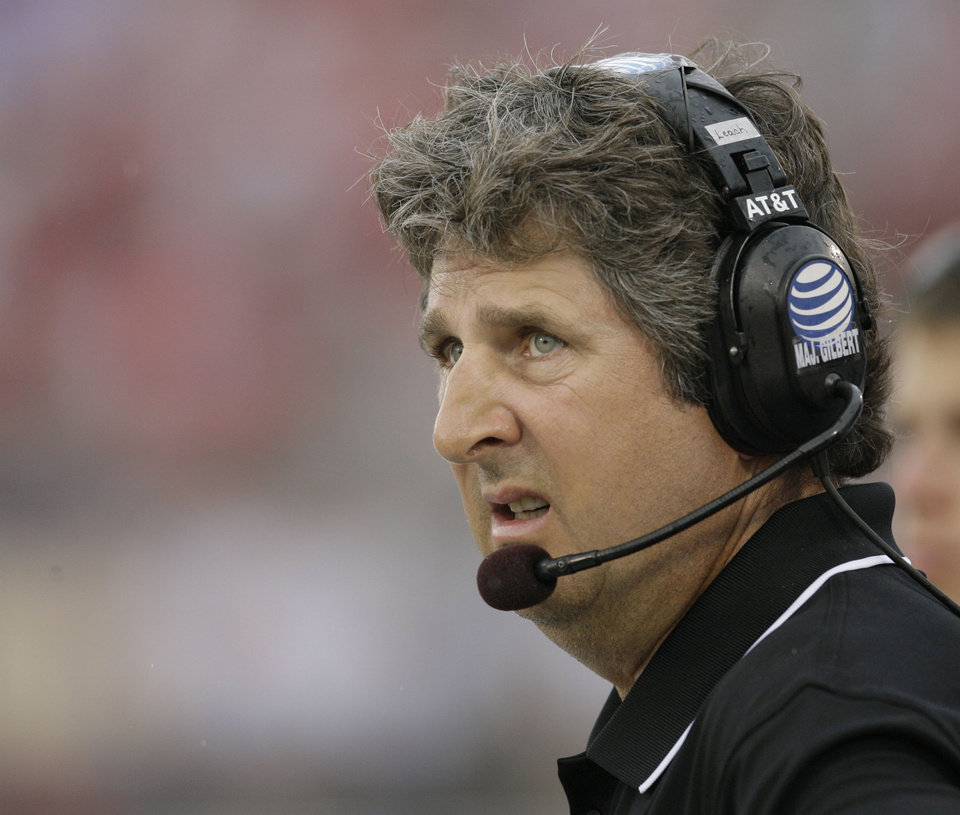 Photo - TEXAS TECH UNIVERSITY COLLEGE FOOTBALL / SOUTHERN METHODIST UNIVERSITY: Texas Tech head coach Mike Leach looks at the scoreboard during the first quarter of a football game against SMU, Monday, Sept. 3, 2007,  in Dallas. (AP Photo/Matt Slocum) ORG XMIT: TXMS103