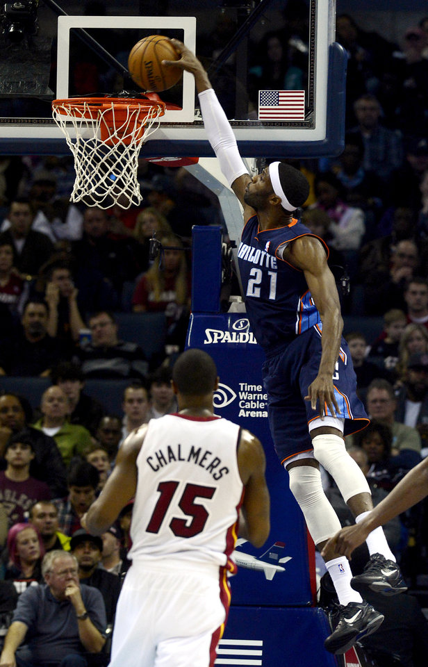 Charlotte Bobcats\' Hakim Warrick (21) dunks against Miami Heat\'s Mario Chalmers (15) during the second half of their NBA basketball game, Wednesday, Dec. 26, 2012, in Charlotte. The Heat won 105-92. (AP Photo/The Charlotte Observer, David T. Foster III) MAGS OUT; TV OUT; NEWSPAPER INTERNET ONLY