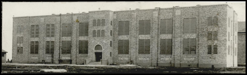 Photo -  Above: The exterior of the federal prison in El Reno is shown in 1934. [Oklahoman Archives Photo]