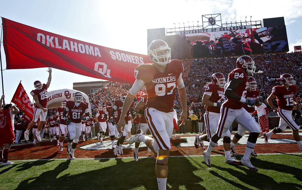 Photo - The Sooners take to the field before the Bedlam college football game between the University of Oklahoma Sooners (OU) and the Oklahoma State University Cowboys (OSU) at the Gaylord Family-Oklahoma Memorial Stadium on Saturday, Nov. 28, 2009, in Norman, Okla.