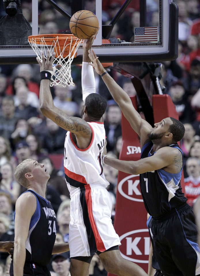 Portland Trail Blazers forward LaMarcus Aldridge, center, shoots between Minnesota Timberwolves forward Derrick Williams and center Greg Stiemsma during the first quarter of an NBA basketball game in Portland, Ore., Saturday, March 2, 2013. (AP Photo/Don Ryan)