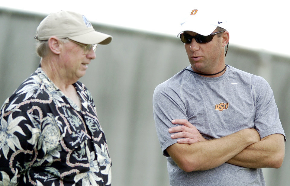 OSU head coach Mike Gundy, right, talks to former OSU head coach Pat Jones before Oklahoma State University college football practice in Stillwater, Okla., August 7, 2006. By Matt Strasen, The Oklahoman
