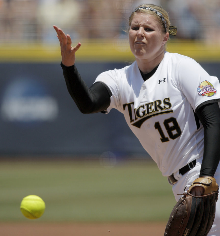 Photo - Missouri's Chelsea Thomas (18) pitches  during a Women's College World Series softball game between the University Oklahoma and Missouri at ASA Hall of Fame Stadium in Oklahoma City, Saturday, June 4, 2011.  Missouri won, 4-1.  Photo by Bryan Terry, The Oklahoman