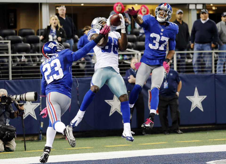 Photo -   Dallas Cowboys wide receiver Dez Bryant (88) makes a last-minute reception between New York Giants cornerbacks Corey Webster (23) and Michael Coe (37) for a touchdown that was nullified after review during an NFL football game, Sunday, Oct. 28, 2012, in Arlington, Texas. The Giants won 29-24. (AP Photo/Sharon Ellman)