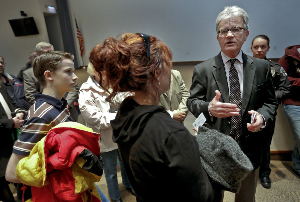U.S. Senator Tom Coburn speaks Wednesday to attendees of his town hall meeting at the Metro Tech Springlake campus in Oklahoma City.  Photo by Chris Landsberger, The Oklahoman <strong>CHRIS LANDSBERGER</strong>