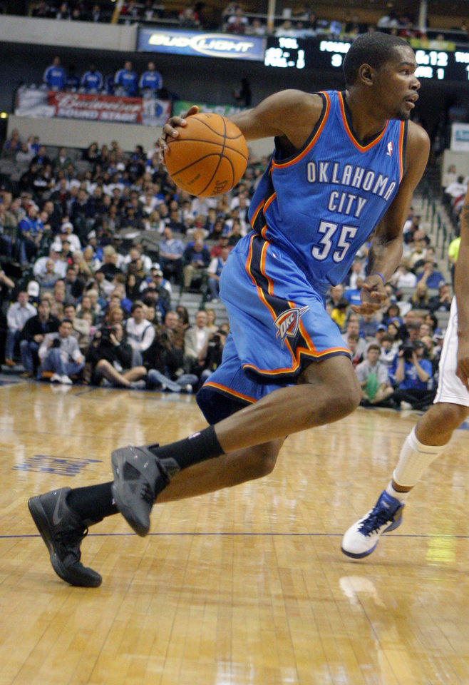 Photo - Oklahoma City's Kevin Durant (35) drives to the basket during the preseason NBA game between the Dallas Mavericks and the Oklahoma City Thunder at the American Airlines Center in Dallas, Sunday, Dec. 18, 2011. Photo by Sarah Phipps, The Oklahoman