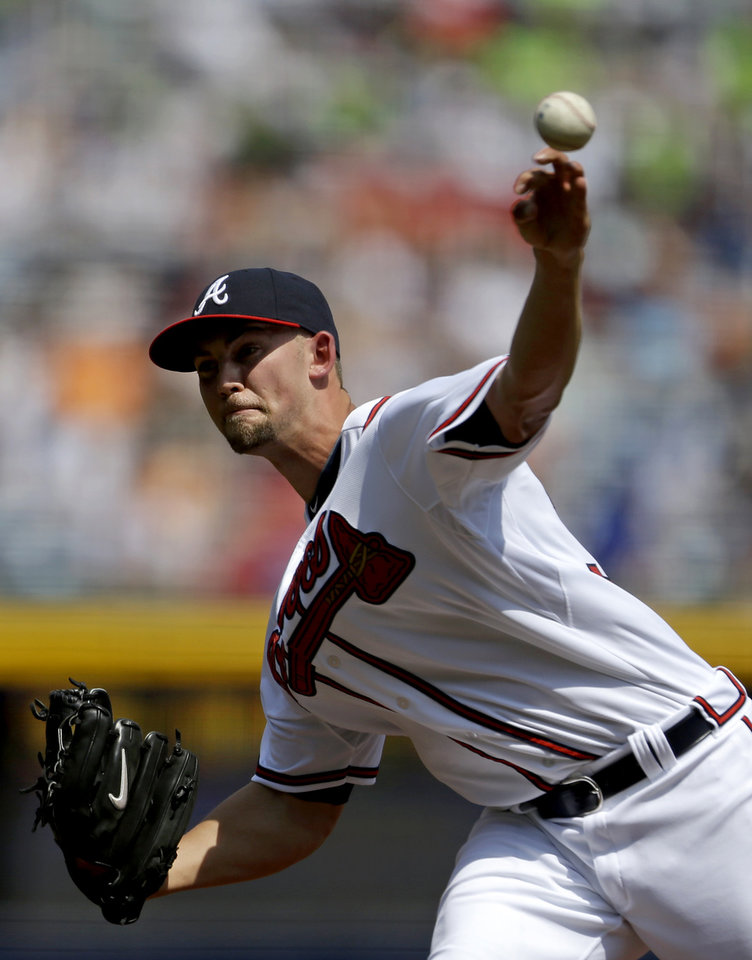 Atlanta Braves starting pitcher Mike Minor throws in the first inning of a baseball game against the Kansas City Royals, Wednesday, April 17, 2013, in Atlanta. (AP Photo/David Goldman)