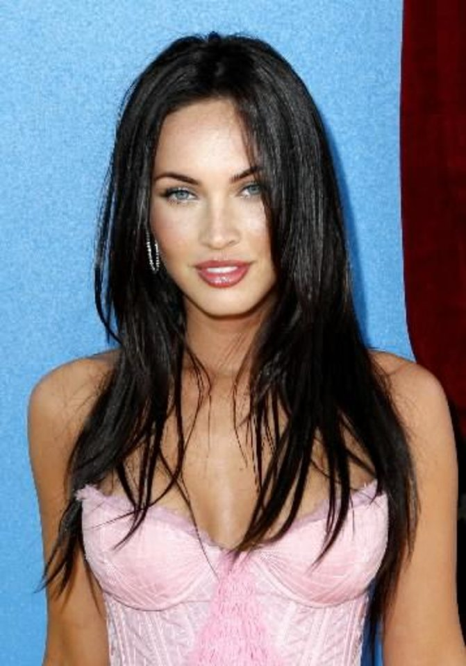 Photo -   In this June 1, 2008 file photo, actress Megan Fox arrives at the MTV Movie Awards in Los Angeles. (AP Photo/Matt Sayles, file)