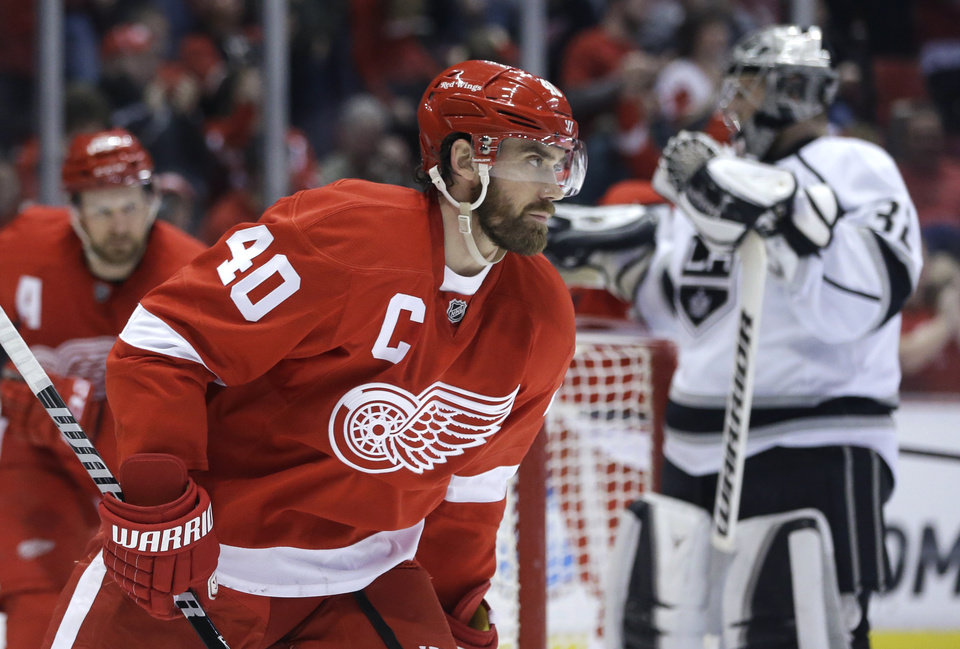 Photo - Detroit Red Wings left wing Henrik Zetterberg (40), of Sweden, skates in front of Los Angeles Kings goalie Jonathan Quick (32) after scoring a goal during the second period of an NHL hockey game in Detroit, Saturday, Jan. 18, 2014. (AP Photo/Carlos Osorio)