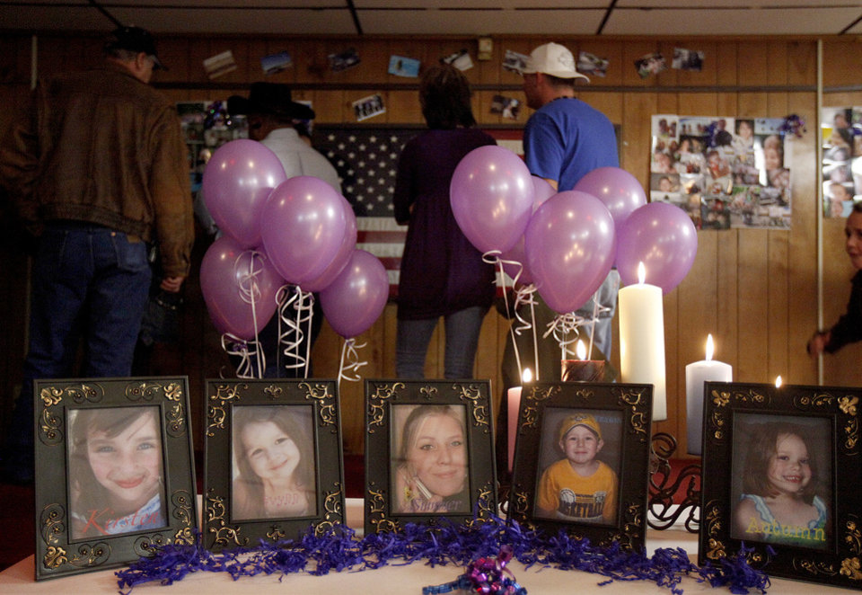 Photo - A crowd looks over pictures of Summer Rust and her four children during a vigil in El Reno, Tuesday, January 12, 2010. Summer Rust and her four children were murdered one year ago in El Reno, Okla.   Photo by Bryan Terry, The Oklahoman ORG XMIT: KOD