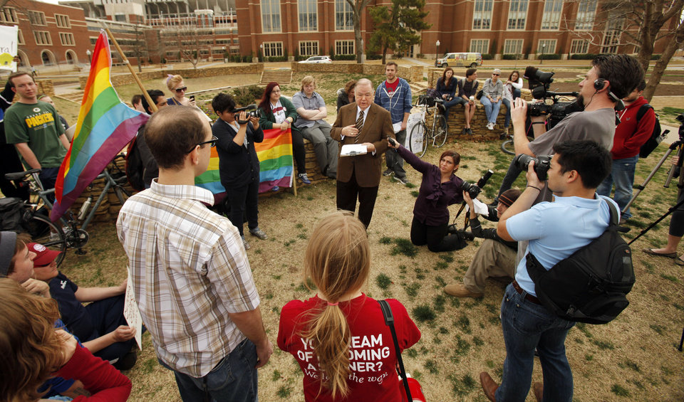 Photo - OU President David L. Boren speaks to student protesters Wednesday at a rally on the South Oval in support of a gender-neutral housing policy. PHOTO BY STEVE SISNEY, THE OKLAHOMAN