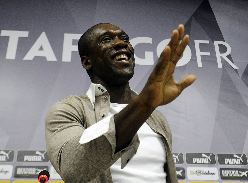 Photo - Dutch soccer player Clarence Seedorf gestures at a press conference at the Brazilian club Botafogo, where the midfielder has been playing in Rio de Janeiro, Brazil, Tuesday, Jan. 14, 2014.  Seedorf said Tuesday he will take over as the new coach at AC Milan, replacing Massimiliano Allegri who was fired the day before. (AP Photo/Fabio Castro, AGIF)