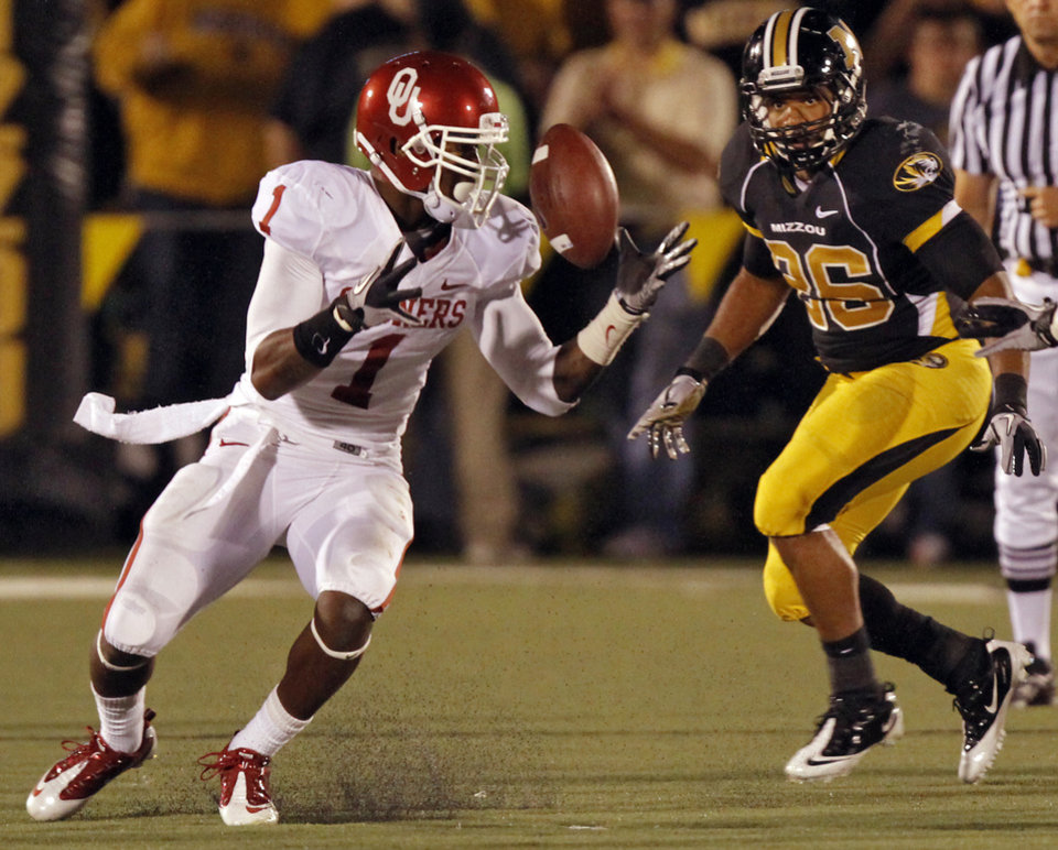 Photo - Oklahoma's Tony Jefferson (1) recovers a fumble during the second half of the college football game between the University of Oklahoma Sooners (OU) and the University of Missouri Tigers (MU) on Saturday, Oct. 23, 2010, in Columbia, Mo. Oklahoma lost the game 36-27. Photo by Chris Landsberger, The Oklahoman