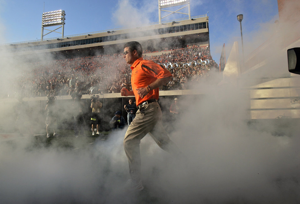 Photo - ENTER / ENTRANCE: Oklahoma State head coach Mike Gundy makes his way to the field during the first half of the college football game between the Oklahoma State University Cowboys (OSU) and the Texas A&M University Aggies (TAM) at Boone Pickens Stadium on Saturday, Oct. 4,  2008, in Stillwater, Okla. SARAH PHIPPS, THE OKLAHOMAN  ORG XMIT: KOD