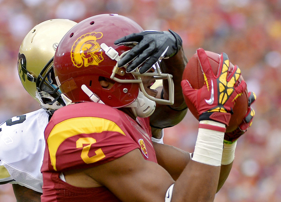 Photo -   Southern California wide receiver Robert Woods, right, catches a pass for a touchdown as Colorado defensive back Kenneth Crawley defends as during the first half of their NCAA college football game, Saturday, Oct.20, 2012, in Los Angeles. (AP Photo/Mark J. Terrill)