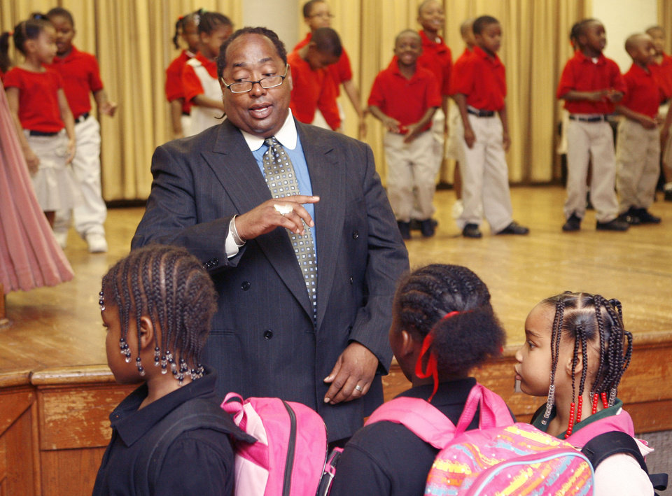 Photo - Kevin McPherson speaks to children during an assembly, Monday, Oct. 6, 2008, at the Marcus Garvey Leadership Charter School, which he started in Northeast Oklahoma City, OK. BY PAUL HELLSTERN, THE OKLAHOMAN ORG XMIT: KOD