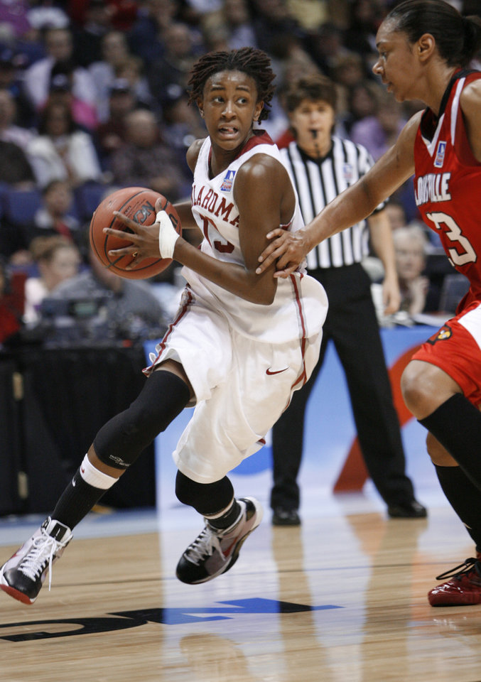Photo - Danielle Robinson looks to pass in the first half as the University of Oklahoma plays Louisville at the 2009 NCAA women's basketball tournament Final Four in the Scottrade Center in Saint Louis, Missouri on Sunday, April 5, 2009. 