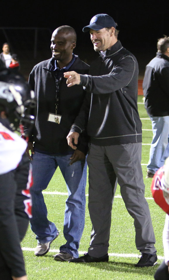Photo - Bill Cowher talks with Moore Pirates head coach Todd Noel at a clinic at Southmoore High school for two teams from the Oklahoma Elite Football League Wednesday, November 20, 2013. Photo by Doug Hoke, The Oklahoman