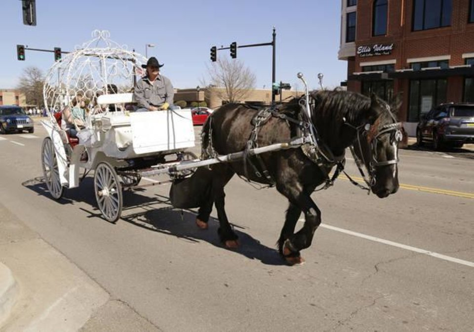 Photo - Valentine Day's Cinderella carriage rides were offered through downtown Edmond. [PHOTO BY PAUL HELLSTERN, THE OKLAHOMAN] |