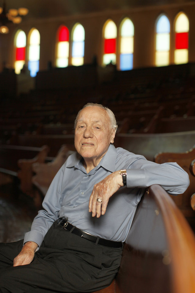 Photo -   FILE - In this July 8, 2010 photo, Earl Scruggs poses for a portrait at the Ryman Auditorium in Nashville, Tenn. Scruggs' son Gary said his father passed away Wednesday morning, March 28, 2012 at a Nashville, Tenn., hospital of natural causes. He was 88. (AP Photo/Josh Anderson, File)