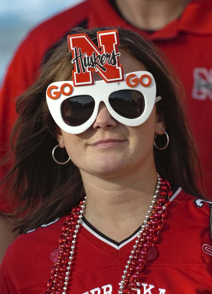 Photo - COLLEGE FOOTBALL / UNIVERSITY OF NEBRASKA VS. LOUISIANA-LAFAYETTE AT MEMORIAL STADIUM, LINCOLN, NEB - 9/26/2009 - Husker fan Amanda Adams, Omaha, heads to Memorial Stadium, Saturday, September 26, 2009.         ERIC GREGORY/Lincoln Journal Star ORG XMIT: 0911062217303033
