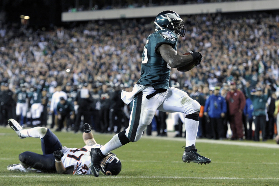 Photo - Philadelphia Eagles' LeSean McCoy, right, scores a touchdown past Chicago Bears' Chris Conte during the second half of an NFL football game, Sunday, Dec. 22, 2013, in Philadelphia. (AP Photo/Michael Perez)