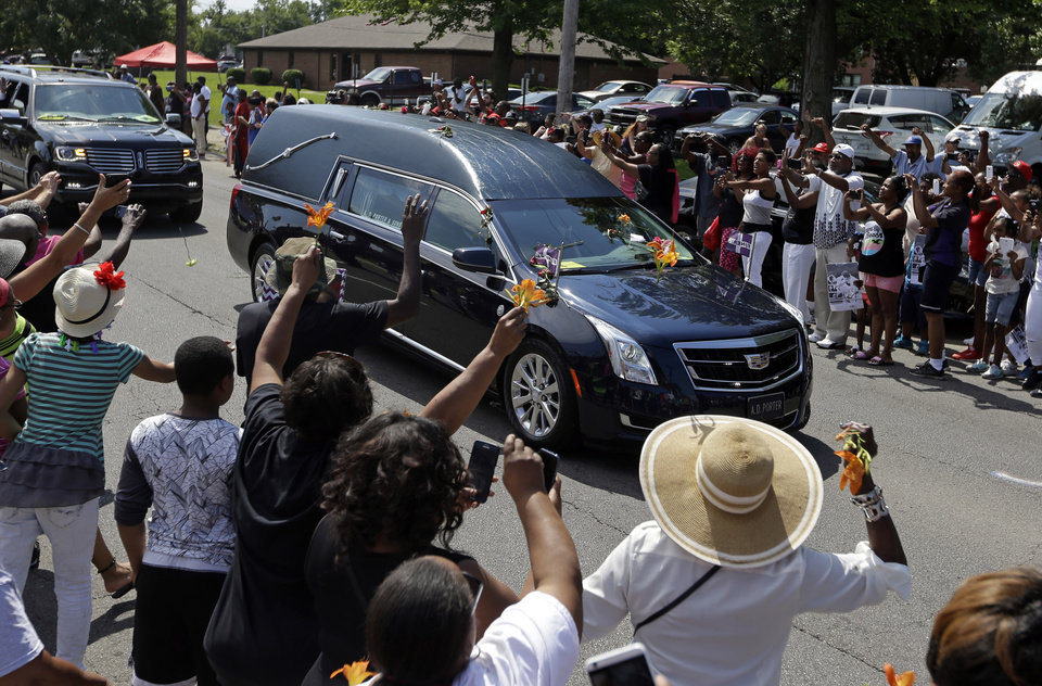 Photo - The funeral procession for Muhammad Ali makes its way down Muhammad Ali Boulevard in Louisville, Ky. Friday, June 10, 2016. (AP Photo/Michael Conroy)