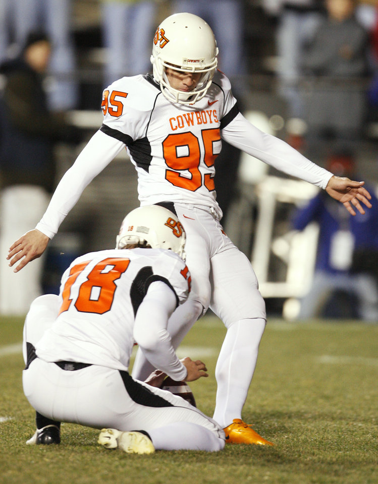 Photo - OSU's Dan Bailey (95) kicks a field goal as Matt Fodge (18) holds in the first quarter during the college football game between Oklahoma State University and University of Colorado at Folsom Field in Boulder, Colo., Saturday, Nov. 15, 2008. BY NATE BILLINGS, THE OKLAHOMAN