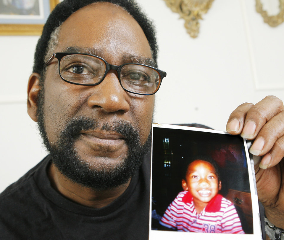 Photo - DEPARTMENT OF HUMAN SERVICES: Archie Taylor holds a photo of his 2-year-old grandson, Keenan Taylor, who was murdered in 2005 in Tulsa, Thursday, August 23, 2007. Goes with Nolan story about DHS failing to protect children. BY DAVID MCDANIEL, THE OKLAHOMAN. ORG XMIT: KOD