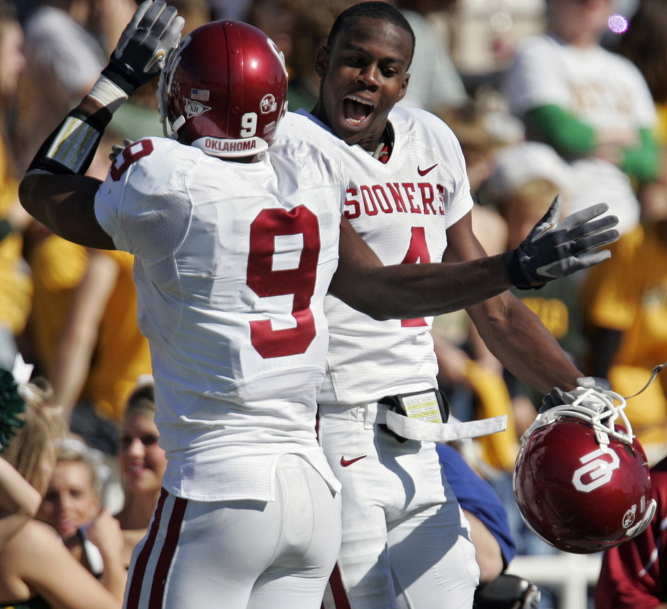Photo - Oklahoma's Juaquin Iglesias (9) and Malcolm Kelly (4) celebrate after Iglesias returned a kick for a touchdown against Baylor in the second half during the University of Oklahoma Sooners (OU) college football game against Baylor University Bears (BU) at Floyd Casey Stadium, on Saturday, Nov. 18, 2006, in Waco, Texas.     by Chris Landsberger, The Oklahoman