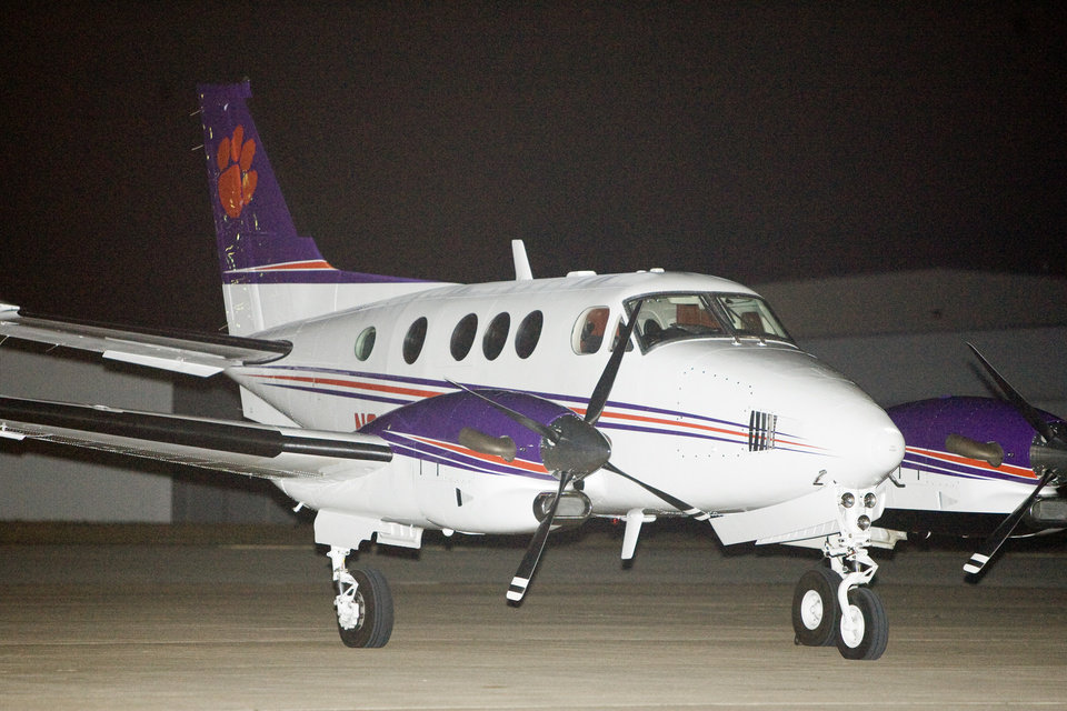 Photo - AIRPLANE: A Clemson University plane sits outside a hangar at Wiley Post Airport, Tuesday, Nov. 11, 2008, in Bethany, Okla. PHOTO BY BRYAN TERRY, THE OKLAHOMAN ORG XMIT: KOD