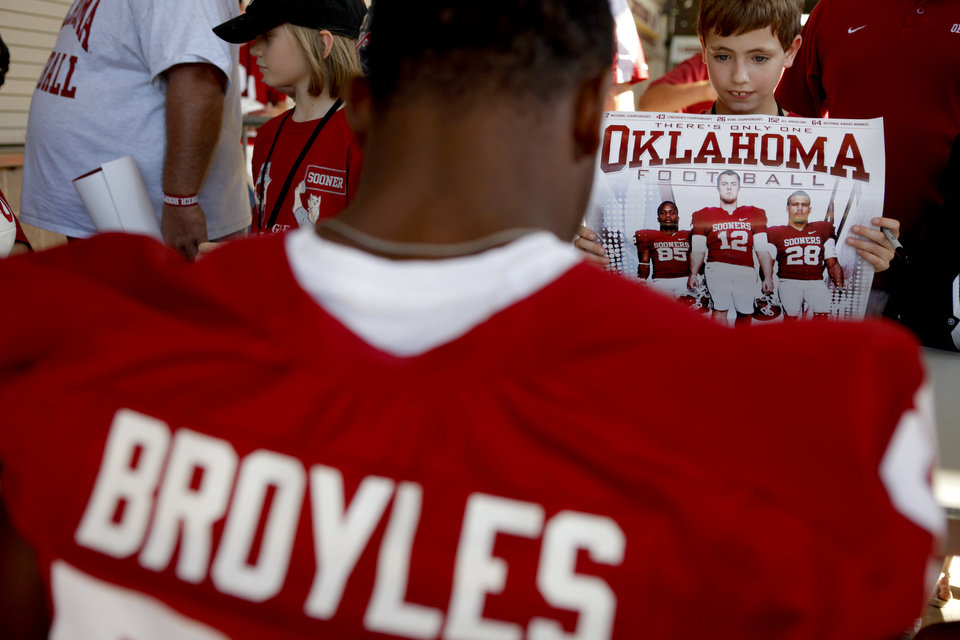 Photo - Will Stephens, 9, of Edmond waits for OU's Ryan Broyles to sign a poster during Meet the Sooners Day at Gaylord Family-Oklahoma Memorial Stadium in Norman, Okla., Saturday, August 6, 2011. Photo by Bryan Terry, The Oklahoman