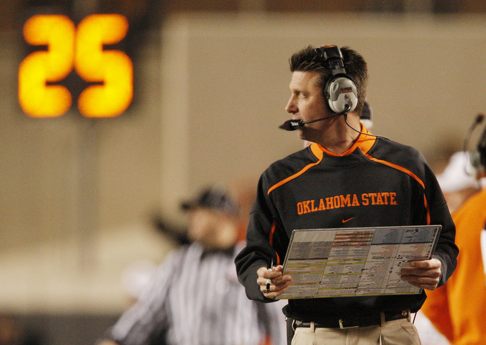 Photo - Cowboy head coach Mike Gundy during the college football game between Oklahoma State University (OSU) and Texas Tech University at Boone Pickens Stadium in Stillwater, Okla. Saturday, Nov. 14, 2009. Photo by Doug Hoke, The Oklahoman
