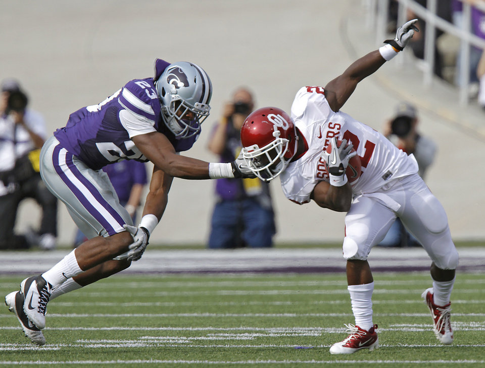 Kansas State Wildcats\' Emmanuel Lamur (23) pulls the face mask of Oklahoma Sooners\' Roy Finch (22) during the college football game between the University of Oklahoma Sooners (OU) and the Kansas State University Wildcats (KSU) at Bill Snyder Family Stadium on Saturday, Oct. 29, 2011. in Manhattan, Kan. Photo by Chris Landsberger, The Oklahoman ORG XMIT: KOD