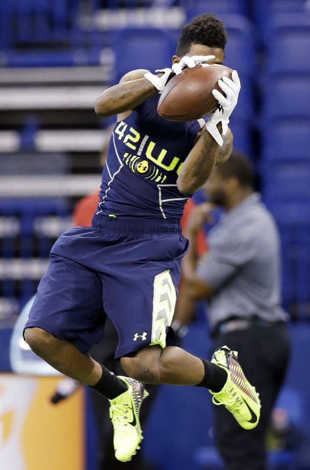 Photo - Oklahoma wide receiver Jalen Saunders runs a drill at the NFL football scouting combine in Indianapolis, Sunday, Feb. 23, 2014. (AP Photo/Nam Y. Huh)