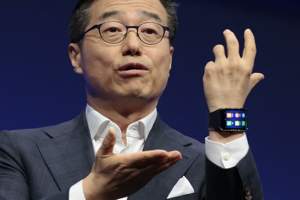 Photo - DJ Lee, Executive Vice President of Samsung,  presents a Samsung Gear S smart watch during his keynot speech  at an unpacked event of Samsung ahead of the consumer electronic fair IFA in Berlin, Wednesday, Sept. 3, 2014. (AP Photo/Markus Schreiber)