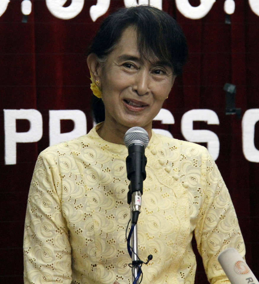 Photo -   Myanmar opposition leader Aung San Suu Kyi talks to journalists during a press conference at the headquarters of her National League for Democracy Party in Yangon, Myanmar Tuesday, July 3, 2012. (AP Photo/Khin Maung Win)