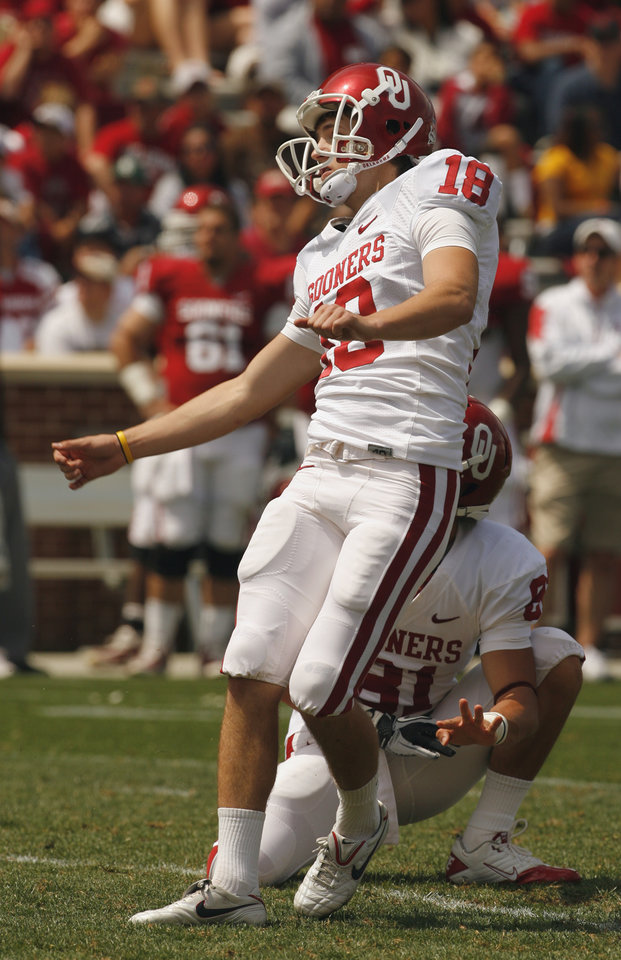 Photo - Kicker Michael Hunnicutt (18) kicks a field goal during the University of Oklahoma Sooner's (OU) Spring Football game at Gaylord Family-Oklahoma Memorial Stadium on Saturday, April 16, 2011, in Norman, Okla.  