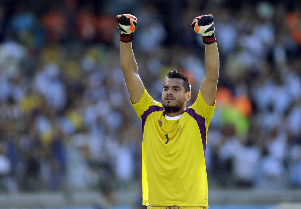 Photo - Argentina's goalkeeper Sergio Romero celebrates after their 1-0 victory over Iran during the group F World Cup soccer match between Argentina and Iran at the Mineirao Stadium in Belo Horizonte, Brazil, Saturday, June 21, 2014. (AP Photo/Fernando Vergara)