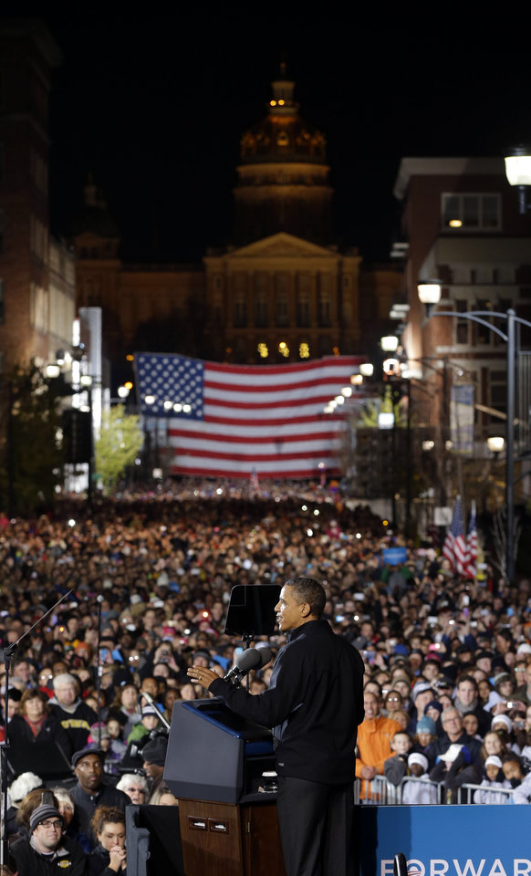 Photo -   President Barack Obama speaks to supporters during his final 2012 campaign event in downtown Des Moines, Iowa, Monday, Nov. 5, 2012. (AP Photo/Pablo Martinez Monsivais)