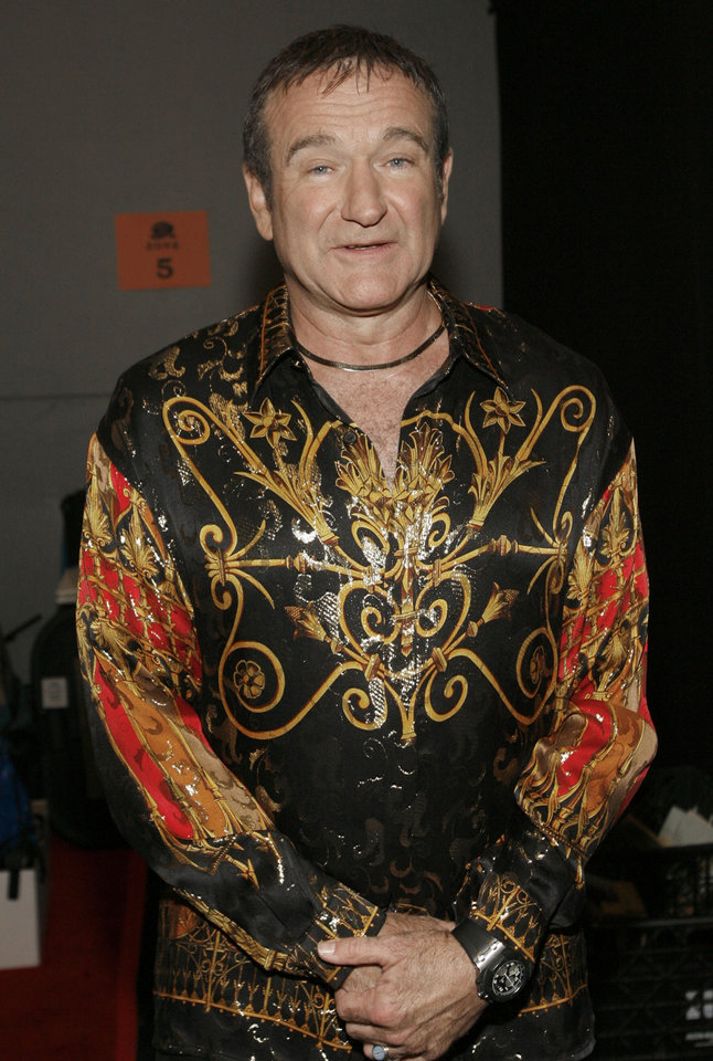 "Photo - Robin Williams is seen backstage at the ""Idol Gives Back"" fundraising special of ""American Idol"" in Los Angeles on Sunday April 6, 2008.(AP Photo/Matt Sayles) ORG XMIT: CADC149"