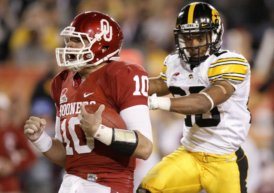 Photo - Oklahoma's Blake Bell (10) scores a touchdown in front of Iowa's Shaun Prater (28) during the Insight Bowl college football game between the University of Oklahoma (OU) Sooners and the Iowa Hawkeyes at Sun Devil Stadium in Tempe, Ariz., Friday, Dec. 30, 2011. Photo by Bryan Terry, The Oklahoman