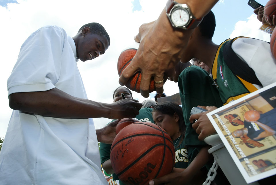 Photo - NBA BASKETBALL PLAYER: Kevin Durant, the newest Seattle SuperSonic signs autographs for fans at a community welcome event at Green Lake park in Seattle, on Saturday June 30, 2007.  Kevin Durant, of Texas was selected by the SuperSonics as the Number 2 draft pick for the 2007 NBA draft. (AP Photo/Marcus R. Donner) ORG XMIT: WAMD104