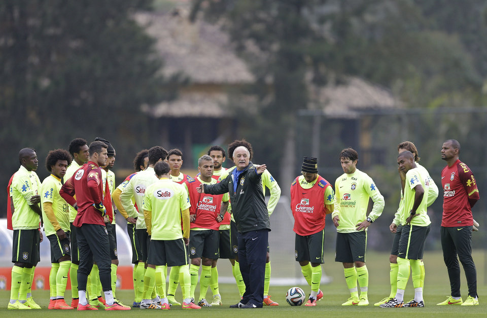 Photo - Brazil's coach Luiz Felipe Scolari, center, gives instructions to his players during a training session of the Brazilian national soccer team at the Granja Comary training center in Teresopolis, Brazil, Saturday, June 21, 2014. Brazil plays in group A of the 2014 soccer World Cup. (AP Photo/Andre Penner)