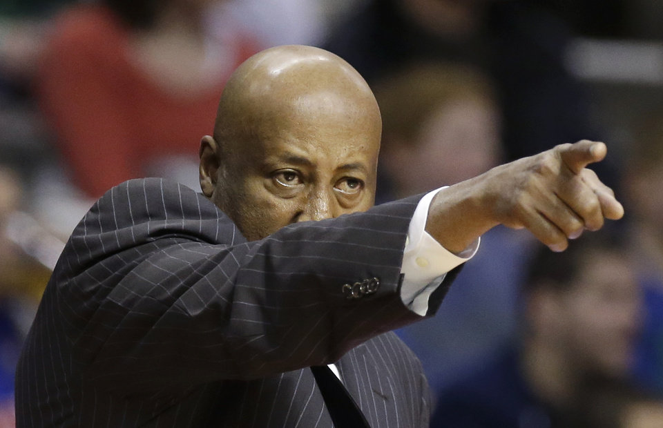 Photo - New York Knicks head coach Mike Woodson points during the second half of an NBA basketball game against the Detroit Pistons in Auburn Hills, Mich., Monday, March 3, 2014. (AP Photo/Carlos Osorio)