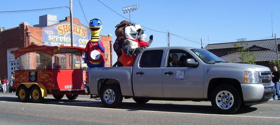 Centennial Parade in Guthrie Community Photo By: M. Blaney Submitted By: Jimmy, Guthrie