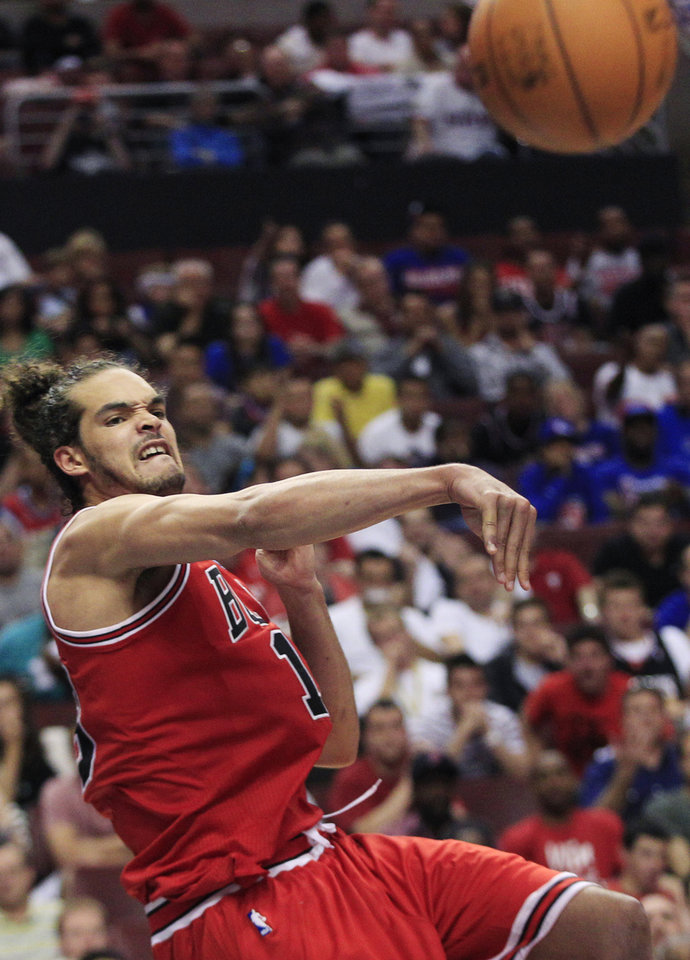 Photo -   Chicago Bulls' Joakim Noah (13) makes a pass during the second quarter of Game 3 against the Philadelphia 76ers in an NBA basketball first-round playoff series in Philadelphia, Friday, May 4, 2012. Philadelphia won 79-74. (AP Photo/Mel Evans)