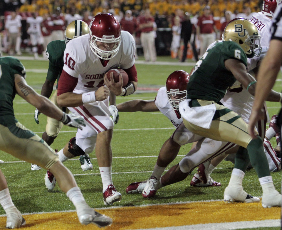 Photo - Oklahoma's Blake Bell (10) scores during the second half of the college football game in which the University of Oklahoma Sooners (OU) was defeated 45-38 by the Baylor Bears (BU) at Floyd Casey Stadium on Saturday, Nov. 19, 2011, in Waco, Texas.   Photo by Steve Sisney, The Oklahoman ORG XMIT: KOD