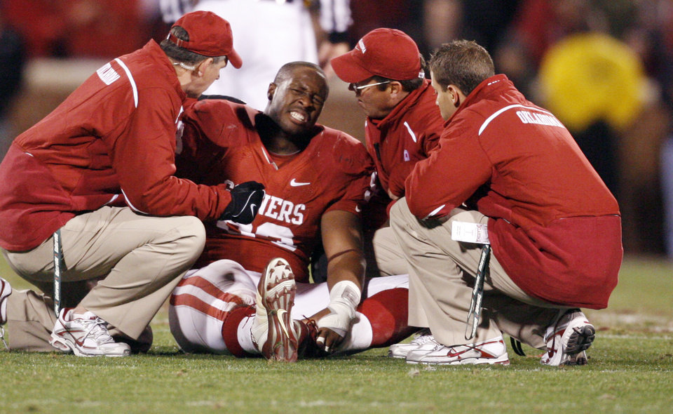 Photo - OU's Gerald McCoy is injured during the first half of the college football game between the University of Oklahoma Sooners and Texas Tech University at the Gaylord Family -- Oklahoma Memorial Stadium on Saturday, Nov. 22, 2008, in Norman, Okla.   BY STEVE SISNEY, THE OKLAHOMAN